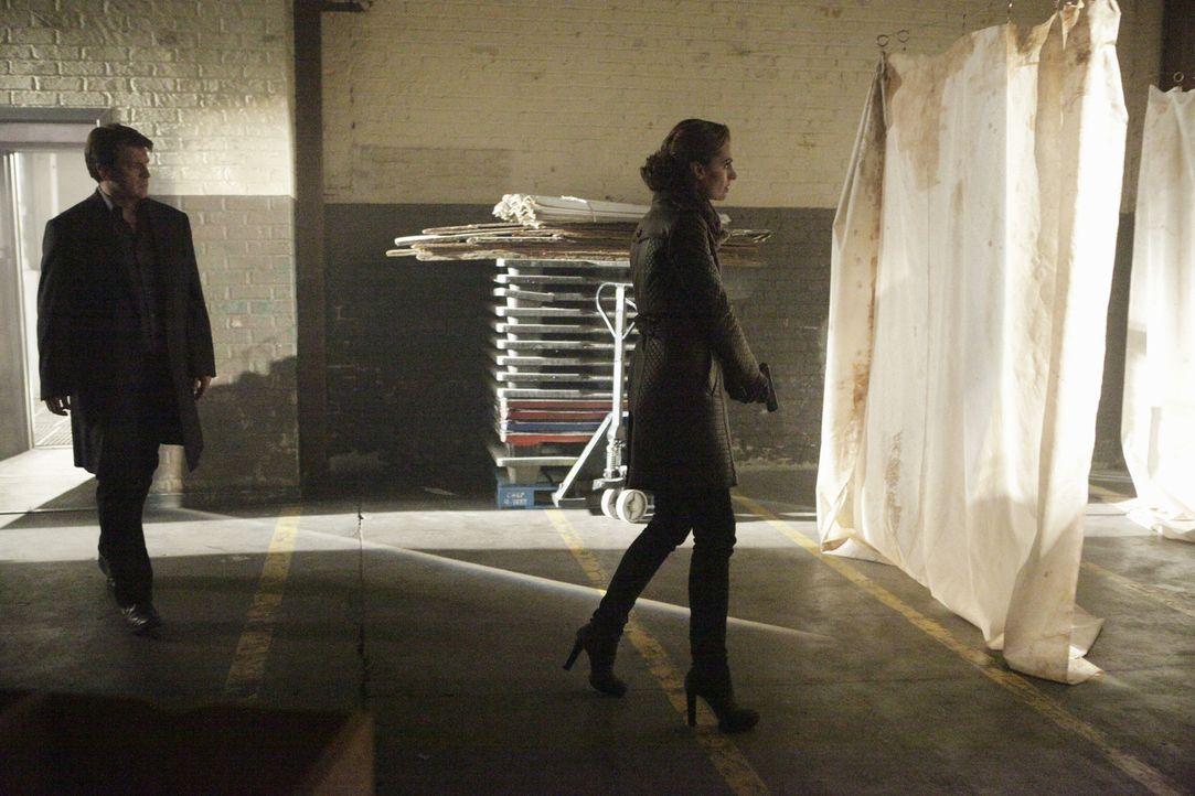 Eine japanische Balletttänzerin wird unter mysteriösen Umständen ermordet. Kate Beckett (Stana Katic, r.) und Richard Castle (Nathan Fillion, l.) ma... - Bildquelle: 2013 American Broadcasting Companies, Inc. All rights reserved.