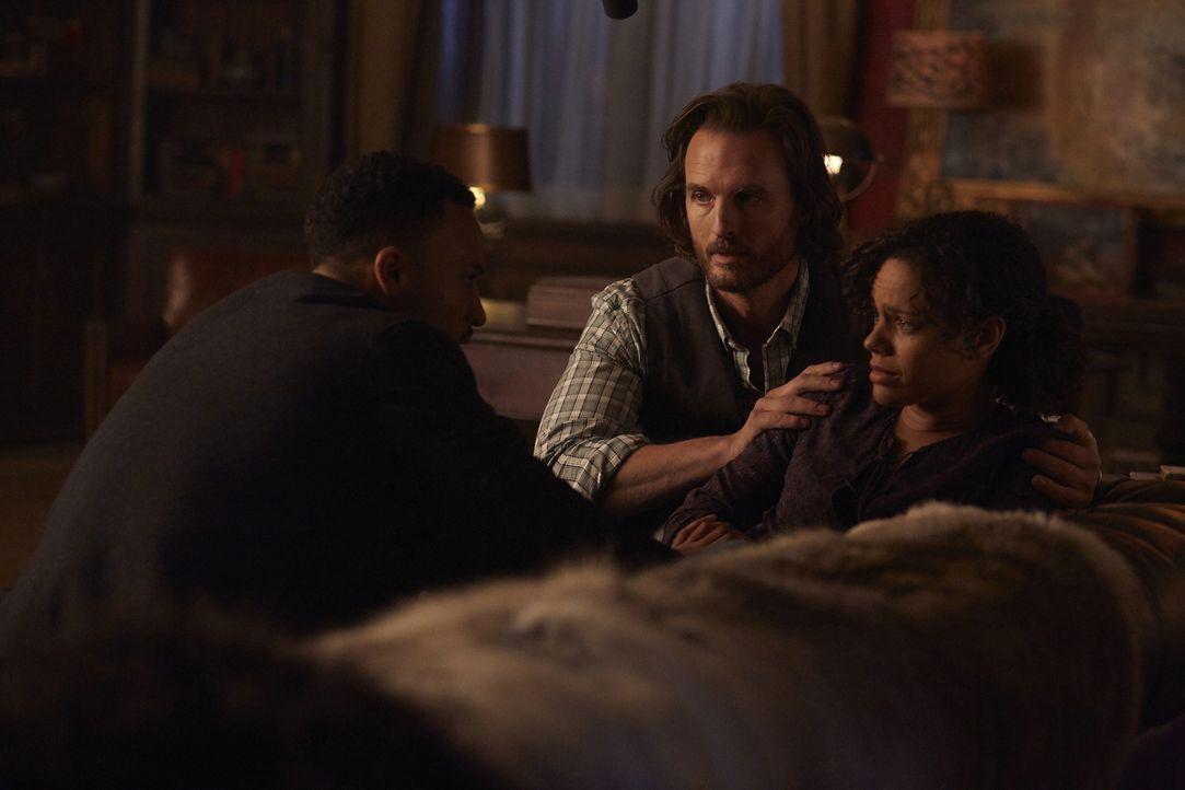 Was wird mit Rachel (Genelle Williams, r.) nach der Geburt des Kindes passieren? Logan (Michael Xavier, l.) und Jeremy (Greg Bryk, M.) sind sich nic... - Bildquelle: 2015 She-Wolf Season 2 Productions Inc.