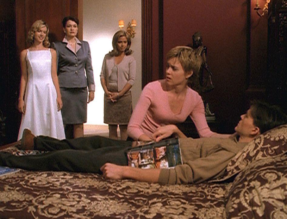 Allison (Christie Lynn Smith, 2.v.r.) versteht die Welt nicht mehr: Ihr Verlobter Elliot (Todd Cattell, r.) liegt völlig apathisch im Bett und schei... - Bildquelle: Paramount Pictures