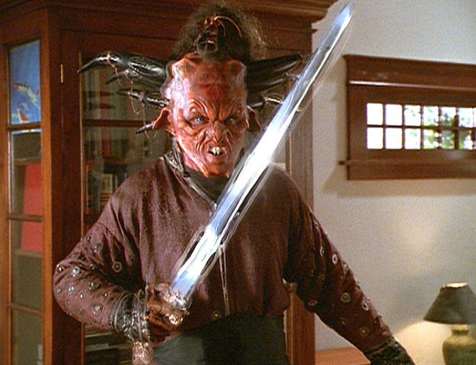 Buffys Geburtstagsfeier wird von einem Dämon unangenehm gestört ... - Bildquelle: TM +   Twentieth Century Fox Film Corporation. All Rights Reserved.