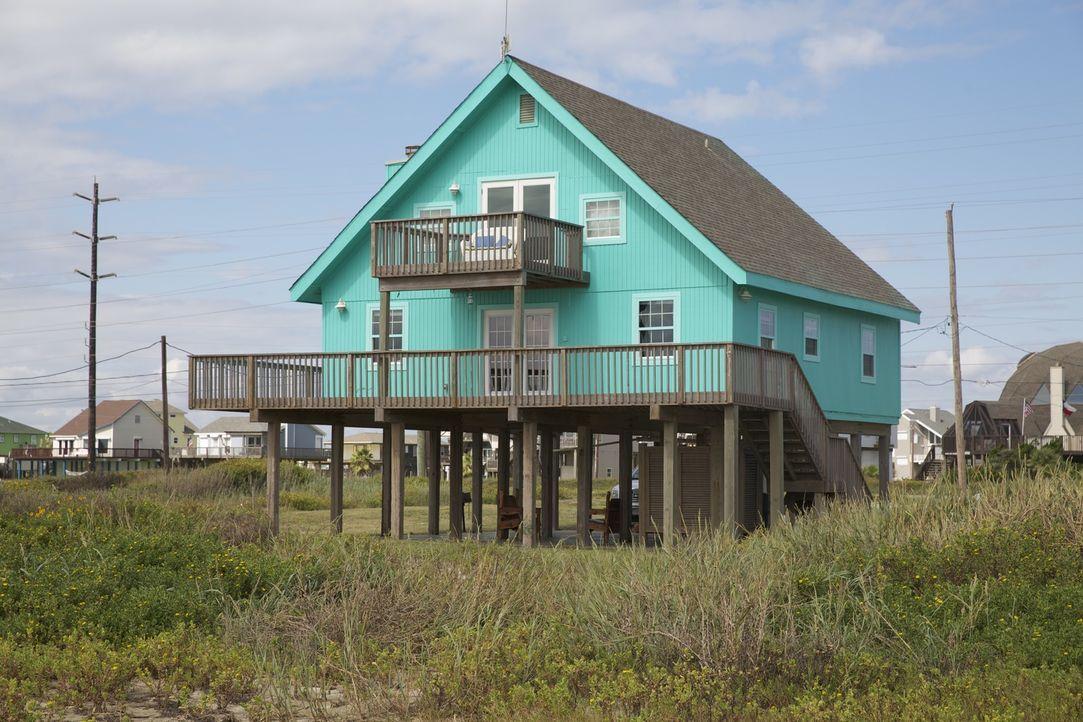 Findet Immobilienmaklerin Jana Turner das perfekte Strandhaus für die Naturliebhaber Desiree und John? - Bildquelle: 2013,HGTV/Scripps Networks, LLC. All Rights Reserved