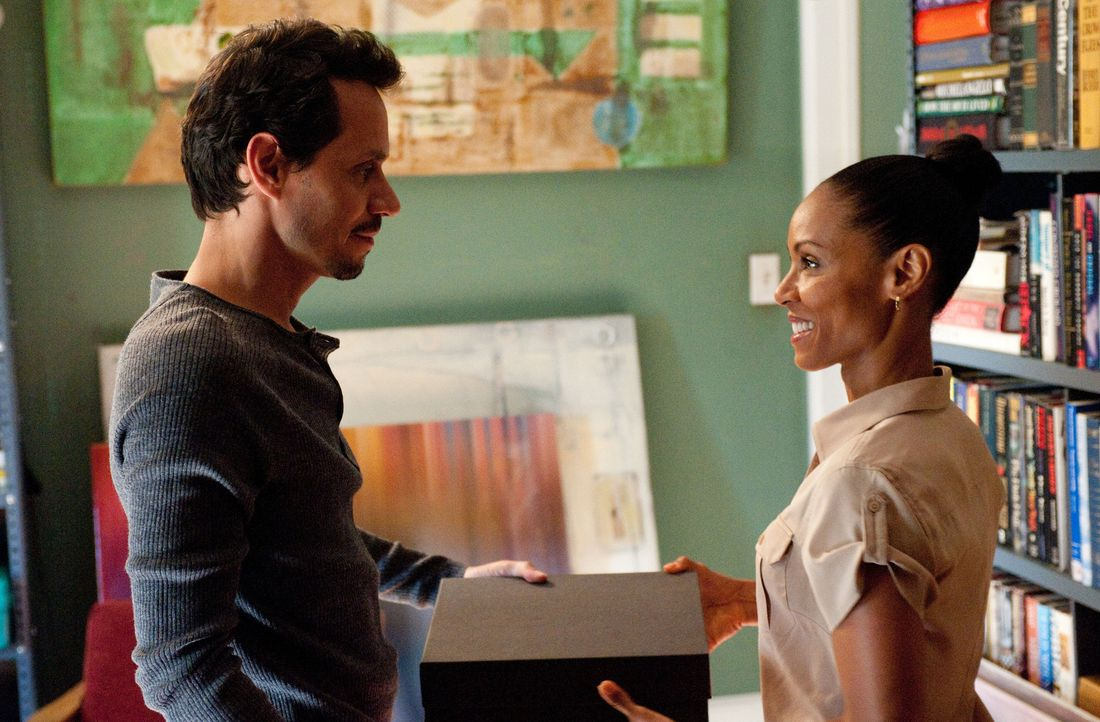 Hat Christina Hawthorne (Jada Pinkett Smith, r.) doch mehr Gefühle für Nick Renata (Marc Anthony, r.) als sie sich eingestehen will? - Bildquelle: Sony Pictures Television Inc. All Rights Reserved.