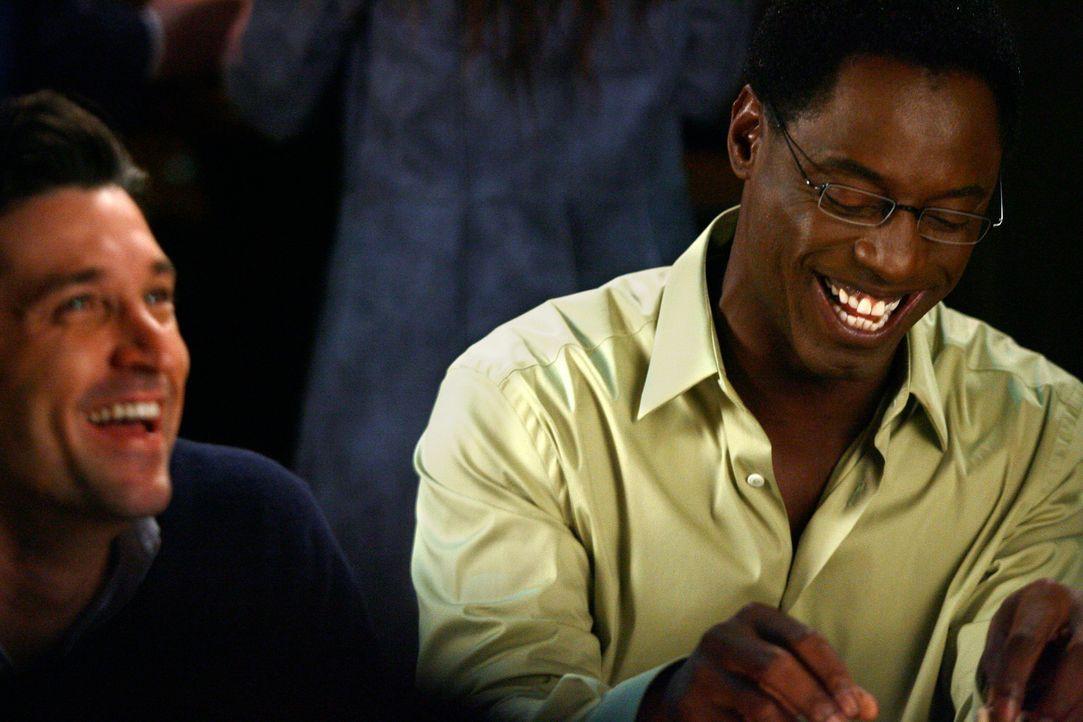 Da Burkes (Isaiah Washington, r.) Trauzeuge in letzter Minute abgesagt hat, bittet er Derek (Patrick Dempsey, l.), den Part zu übernehmen und seine... - Bildquelle: Touchstone Television