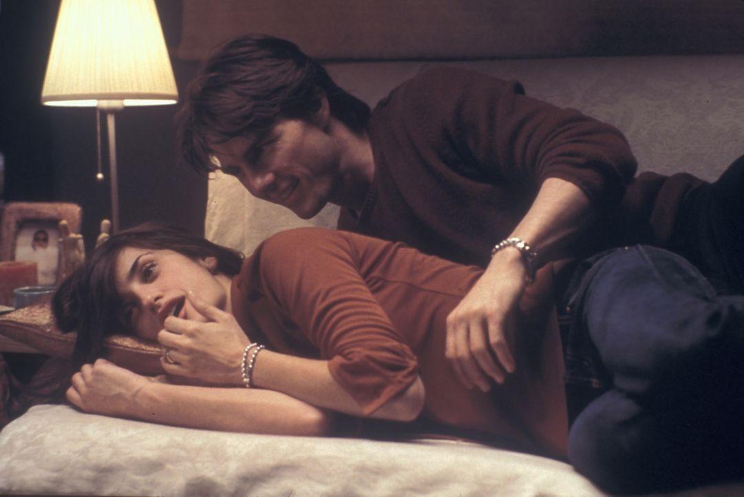 Innerhalb weniger Tage erkennt David (Tom Cruise, l.), dass Sofias (Penelope Cruz, r.) Liebe sein leeres Leben ausfüllen könnte. Doch da startet sei... - Bildquelle: Neal Preston Paramount Pictures
