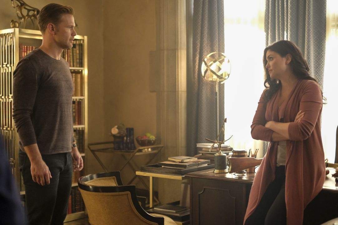 Alaric Saltzman (Matt Davis, l.); Jo Laughlin (Jodi Lyn O'Keefe, r.) - Bildquelle: Mark Hill 2018 The CW Network, LLC. All rights reserved. / Mark Hill