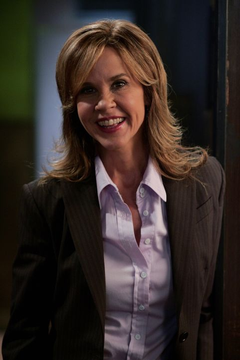 Gute Miene zum bösen Spiel: Diana Ballard (Linda Blair) hat Angst, dass sie das nächste Opfer sein könnte ... - Bildquelle: Warner Bros. Television