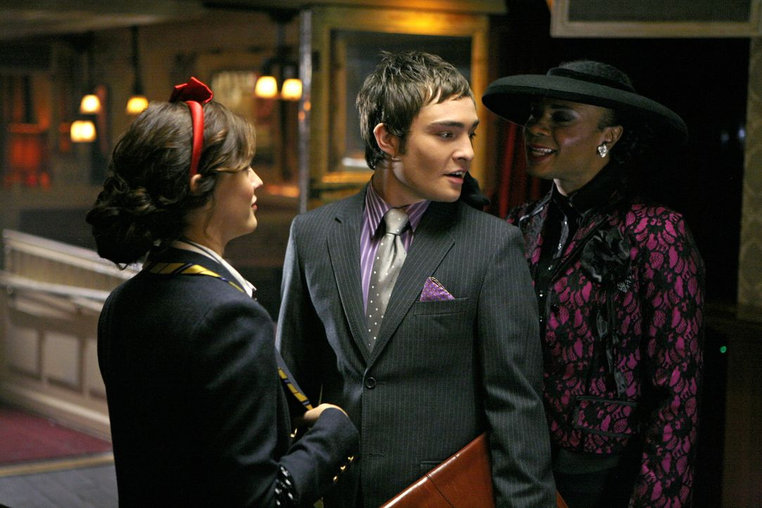 Der Einsatz ist hoch: Blair (Leighton Meester, l.) und Chuck (Ed Westwick, M.) gehen eine Wette ein ... - Bildquelle: Warner Brothers