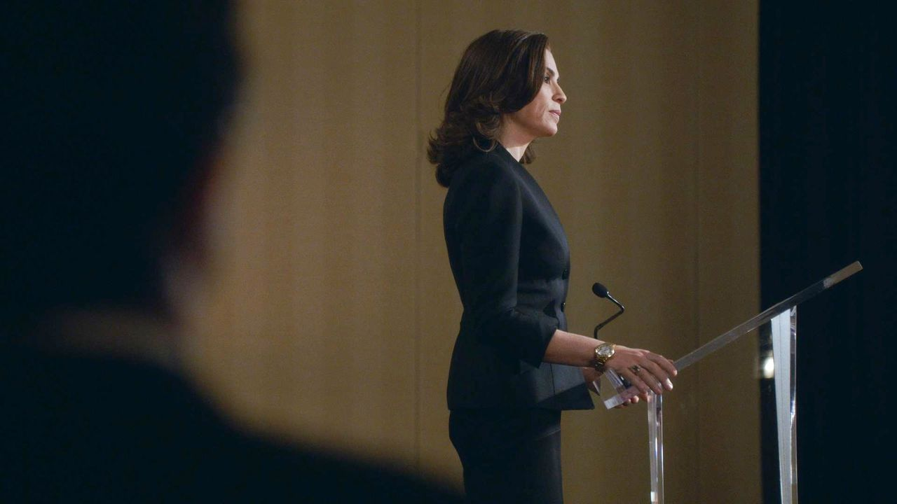Als Alicia (Julianna Margulies) als Hauptrednerin der American Bar Association-Konferenz nach New York eingeladen wird, sorgt ihre eigene Vergangenh... - Bildquelle: 2014 CBS Broadcasting, Inc. All Rights Reserved