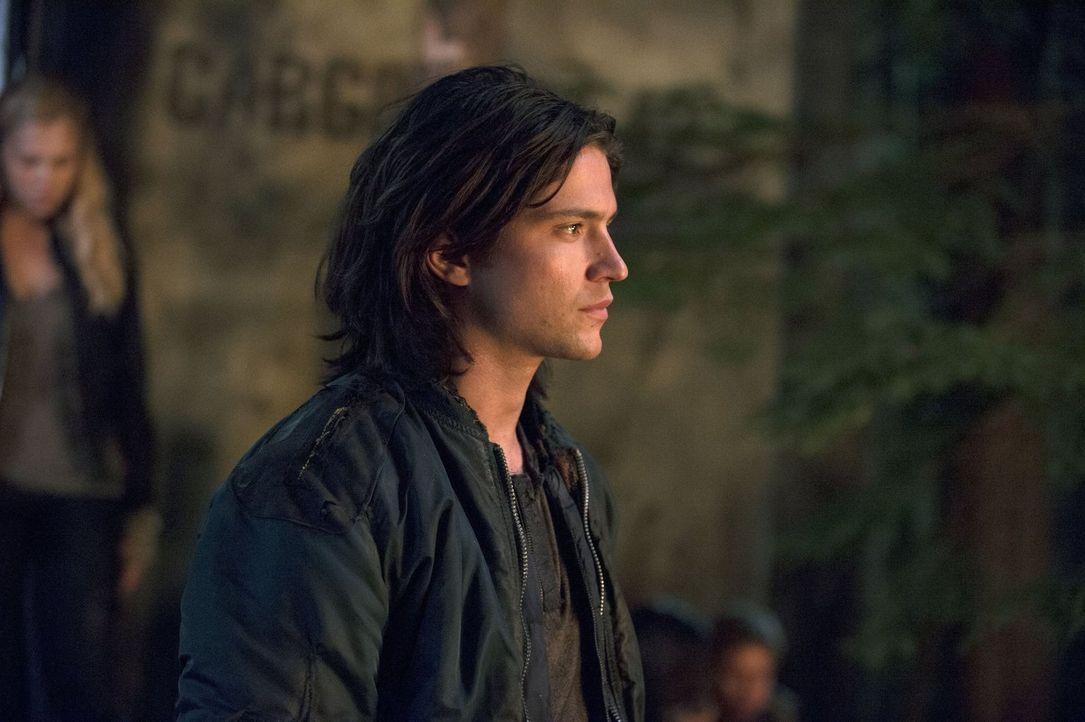 Wen hat Finn (Thomas McDonell) auf dem Raumschiff zurückgelassen? - Bildquelle: Warner Brothers