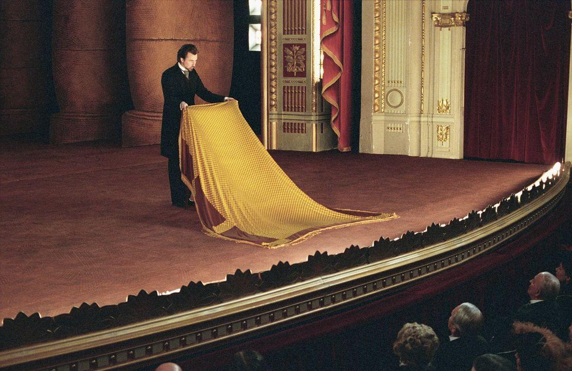 Wien, 1900: Mit seinen fantastischen Vorstellungen macht sich der Illusionist Eisenheim (Edward Norton) zur lebenden Legende. Als er jedoch den Geis... - Bildquelle: 2006 Yari Film Group Releasing, LLC.  All Rights Reserved.