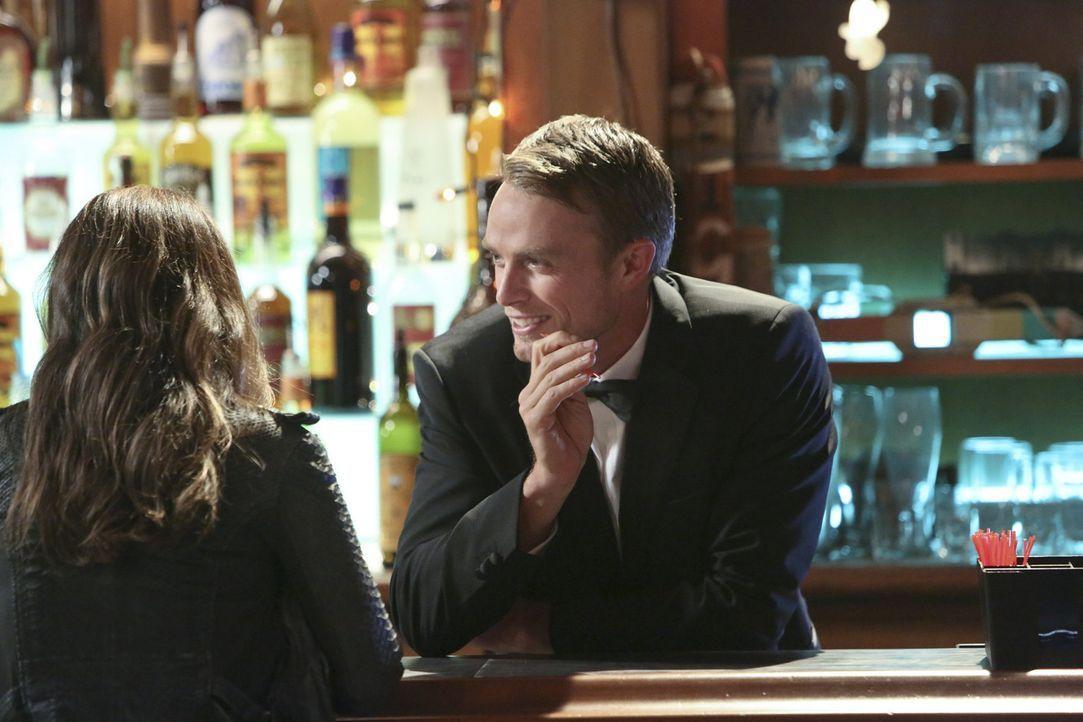 Eigentlich sind sie ja nicht in einer Beziehung, aber als Zoe (Rachel Bilson, l.) die Verabredung mit Wade (Wilson Bethel, r.) absagt, um zu George... - Bildquelle: Warner Bros.