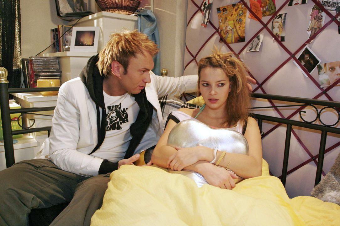 Hannah (Laura Osswald, r.) muss erkennen, dass Marc (Jean-Marc Birkholz, l.) ihr nicht gut tut. - Bildquelle: Noreen Flynn Sat.1