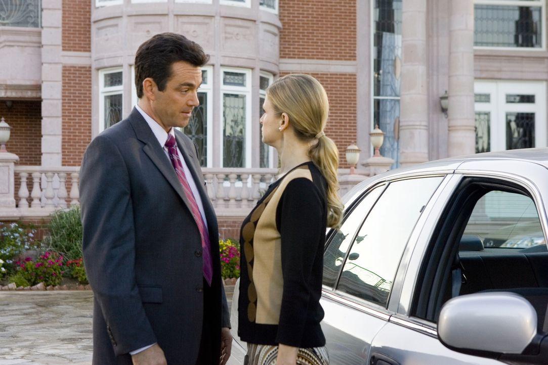 Ihr gemeinsamer neuer Fall belastet nicht nur ihre berufliche Partnerschaft: Brenda (Kyra Sedgwick, r.) und Fritz (Jon Tenney, l.) ... - Bildquelle: Warner Brothers