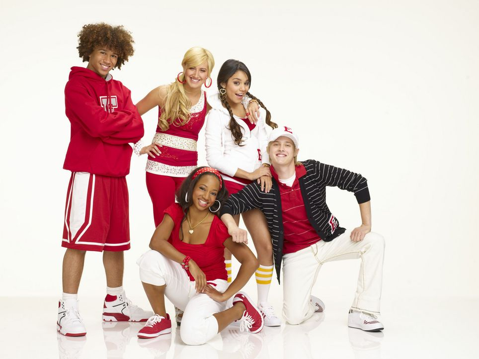 Bekommen einen Job in einem Country-Club: (v.l.n.r.) die East High Wildcats Chad (Corbin Bleu), Sharpay (Ashley Tisdale), Taylor (Monique Coleman),... - Bildquelle: Buena Vista International Television