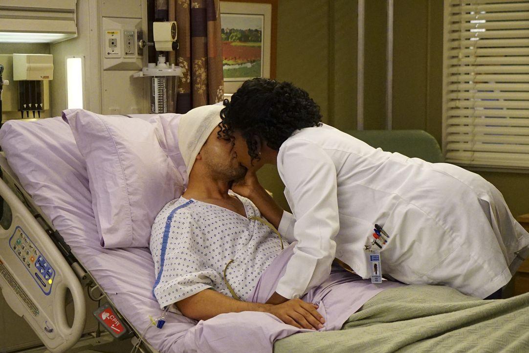 Während Owen und Amelia in ihrer Beziehung den nächsten Schritt wagen, finden Stephanie (Jerrika Hinton, r.) und Kyle (Wilmer Valderrama, l.) auch w... - Bildquelle: Richard Cartwright ABC Studios