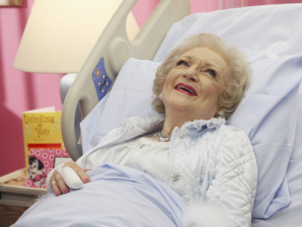 Golden Girl Betty White (M.) hat nicht vergessen, wer an ihrem Krankenhausaufenthalt schuld ist - und rächt sich gekonnt an Wilhelmina ... - Bildquelle: Buena Vista International Television