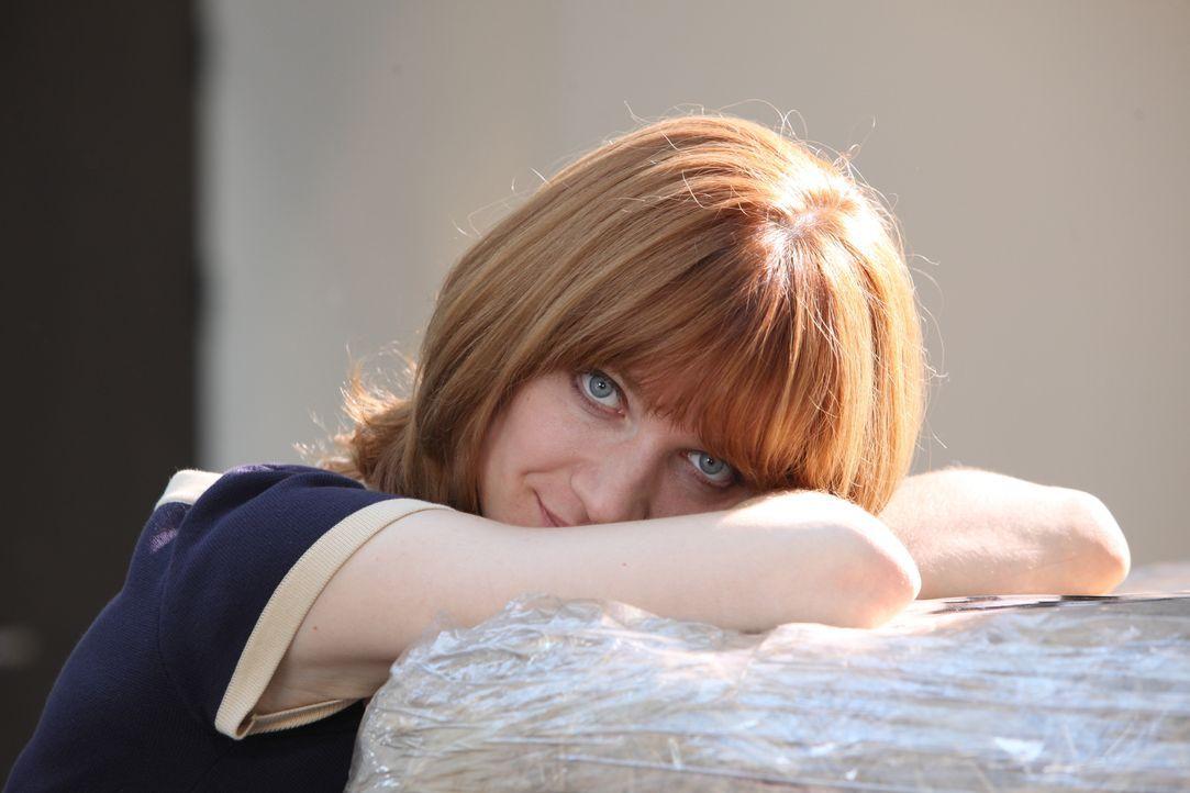 Als Profilerin kennt sich Chloé (Odile Vuillemin) mit komplizierten Fällen aus und auch dieses Mal muss sie tief graben, um das Mordmotiv zu finden... - Bildquelle: Xavier Cantat 2011 BEAUBOURG AUDIOVISUEL / Xavier Cantat
