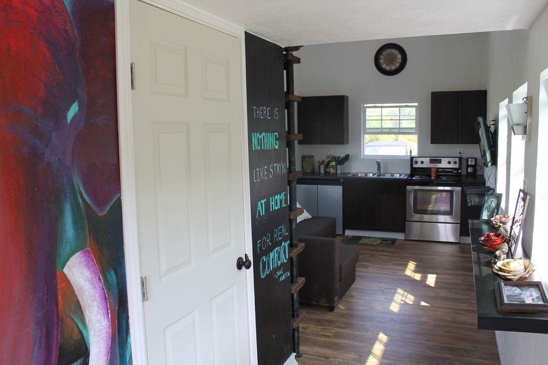 Die Studentin Kaitlin kann und will sich die teure Miete ihres Apartments nicht mehr leisten und möchte von nun an in einem Minihaus leben. - Bildquelle: 2014, HGTV/Scripps Networks, LLC. All Rights Reserved