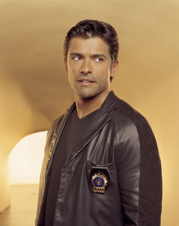 (3. Staffel) - Der Beweissachverständige Antonio Cortez (Mark Consuelos) ist ein wichtiger Teil des Teams ... - Bildquelle: Sony Pictures Television International. All Rights Reserved.