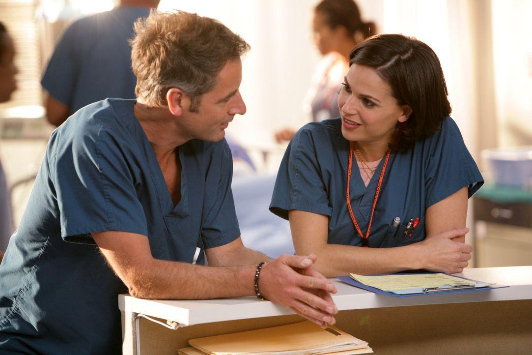 Normalerweise bewahrt Dr. Zambrano (Lana Parilla, r.) einen kühlen Kopf: Der Schicksalschlag der Patientin Fia bedrückt sie jedoch schwer, Dr. Pro... - Bildquelle: Warner Brothers