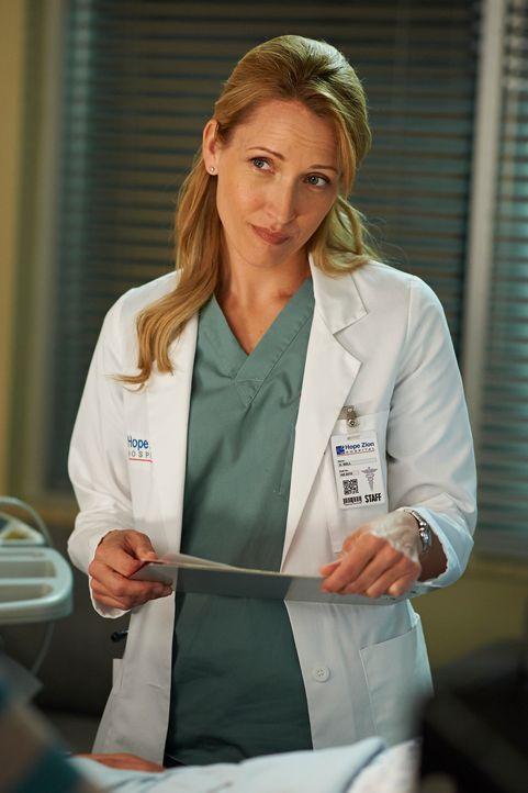 Unerwartete Informationen ändern für Dawn (Michelle Nolden) und einen Patienten einiges ... - Bildquelle: 2012  Hope Zee One Inc.