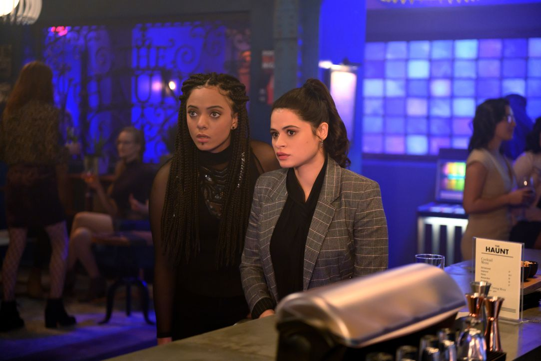 Jada (Aleyse Shannon, l.); Mel Vera (Melonie Diaz, r.) - Bildquelle: Diyah Pera 2019 The CW Network, LLC. All Rights reserved. / Diyah Pera