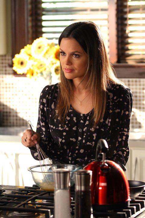 Als Zoe (Rachel Bilson, r.) bewusst wird, dass die Bluebell Bewohner etwas anderes unter einer Party verstehen, als die New Yorker, ist es für Änder... - Bildquelle: Warner Bros.