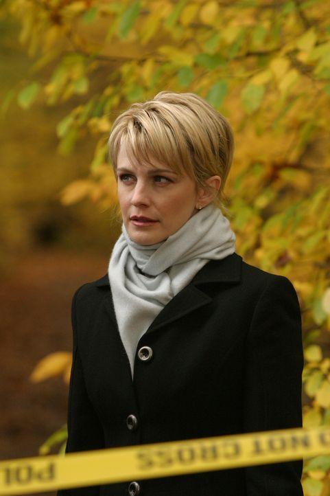 Det. Lilly Rush (Kathryn Morris) muss sich mit dem Mord an einer Frau beschäftigen, die ertränkt im Teich des Luxusviertels Chestnut Hill gefunden w... - Bildquelle: Warner Bros. Television