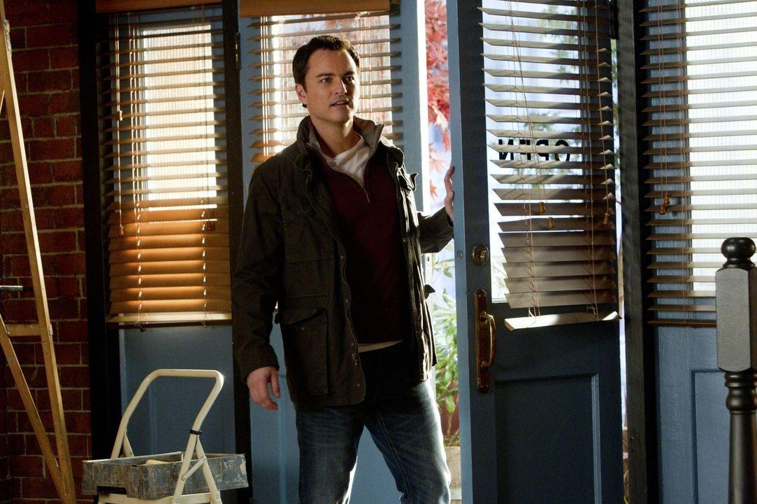 Ryan (Kerr Smith) will Baze und seinen Freunden bei der Renovierung der Bar helfen. - Bildquelle: The CW   2010 The CW Network, LLC. All Rights Reserved