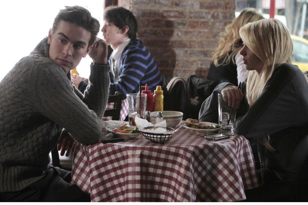 Jenny (Taylor Momsen, r.) ist eben doch nicht Serena - mit der würde Nate (Chace Crawford, l.) viel lieber seinen Geburtstag verbringen. - Bildquelle: Warner Brothers