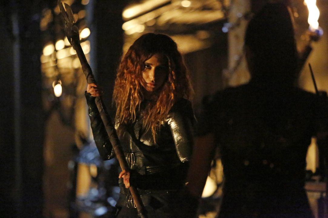 Während alle Kämpfer für ihr Volk antreten, verfolgt Luna (Nadia Hilker) einen ganz anderen Plan für den Fall, wenn sie als letzte im Schlachtfeld ü... - Bildquelle: 2016 Warner Brothers