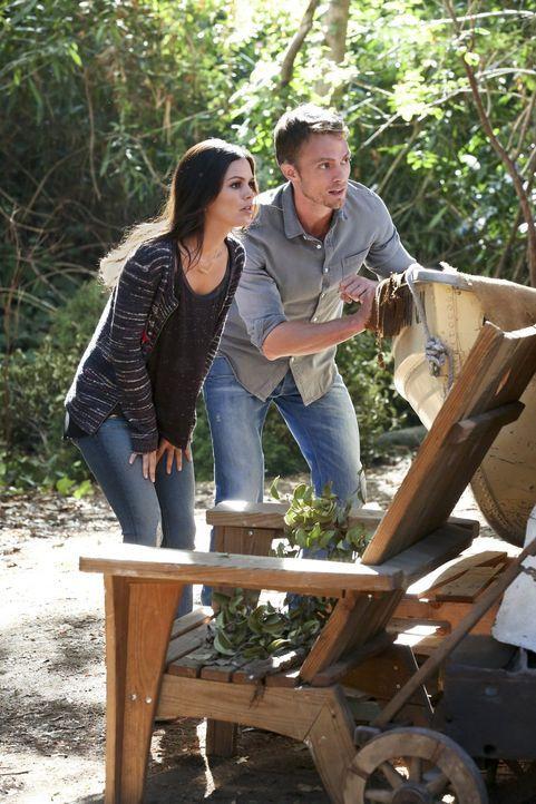 Das Verschwinden von Joel bringt Zoe (Rachel Bilson,l.) und Wade (Wilson Bethel, r.) dazu, zusammenzuarbeiten ... - Bildquelle: Warner Brothers