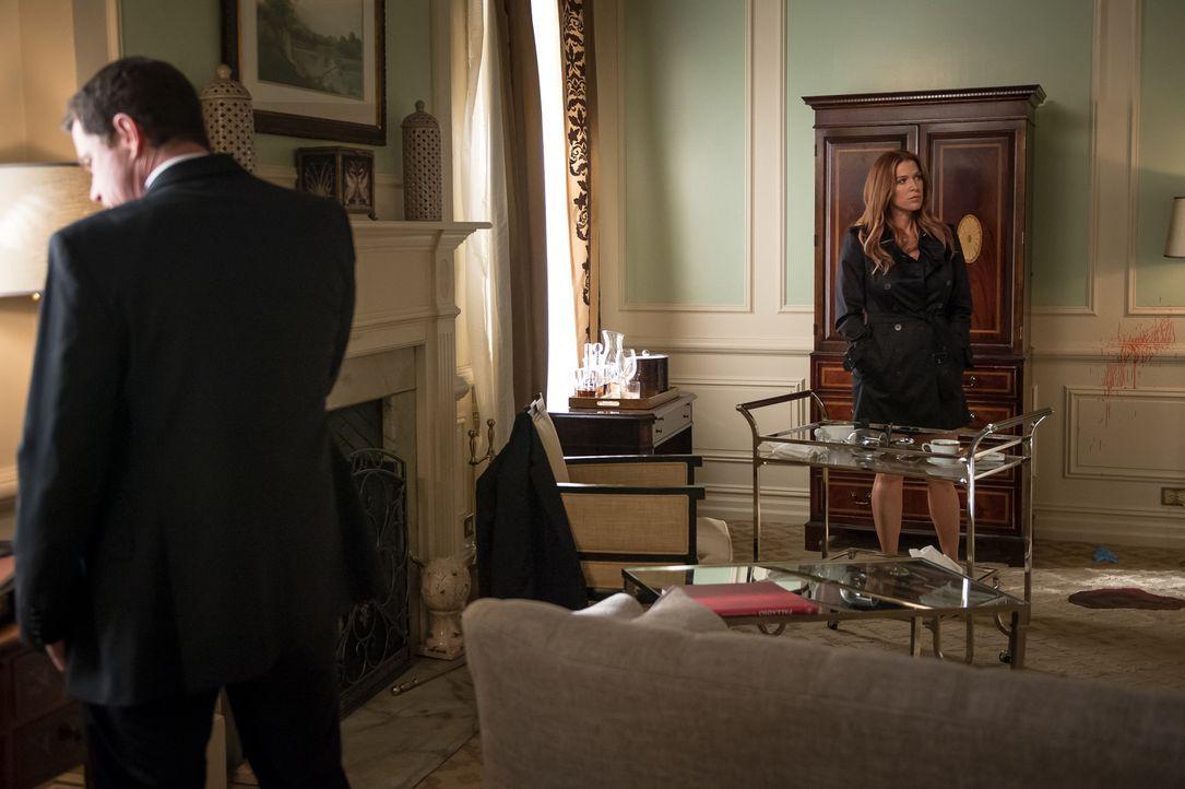 Carrie (Poppy Montgomery, r.) und Al (Dylan Walsh, l.) untersuchen einen neuen Todesfall, nachdem ein Berater des Bürgermeisters ermordet wurde ... - Bildquelle: 2014 Broadcasting Inc. All Rights Reserved.