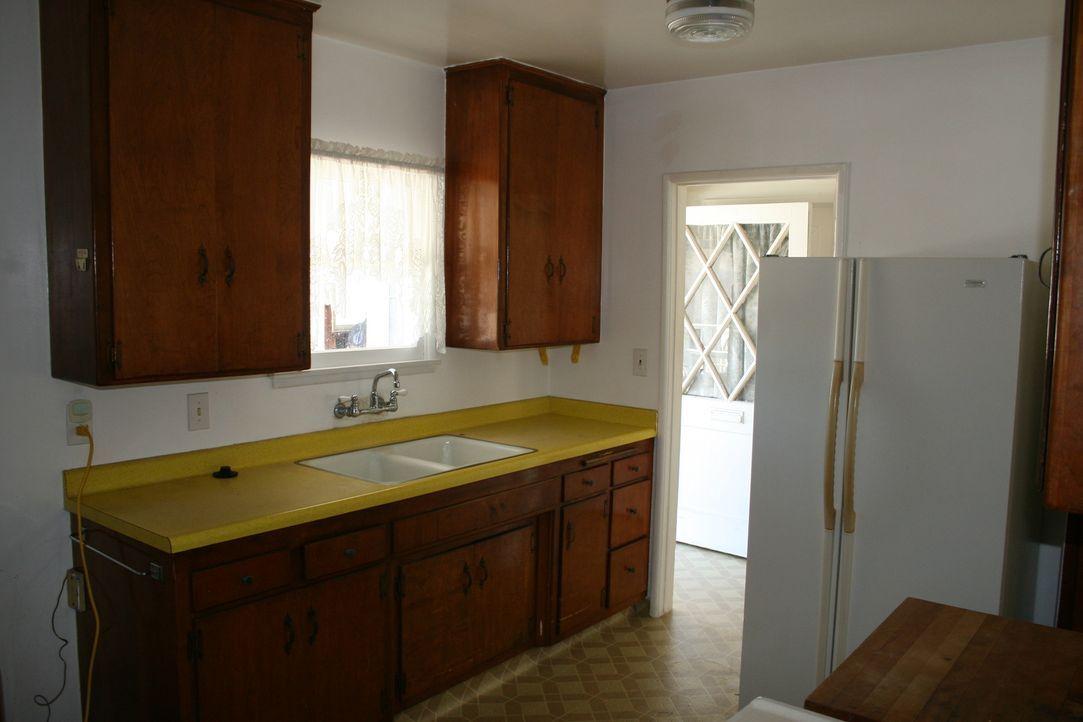 Die Ausstattung der Immobilie ist altbacken und auch die Böden und Fenster haben ausgedient. Ist mit dem knapp bemessenen Budget, trotz Renovierungs... - Bildquelle: 2015,HGTV/Scripps Networks, LLC. All Rights Reserved