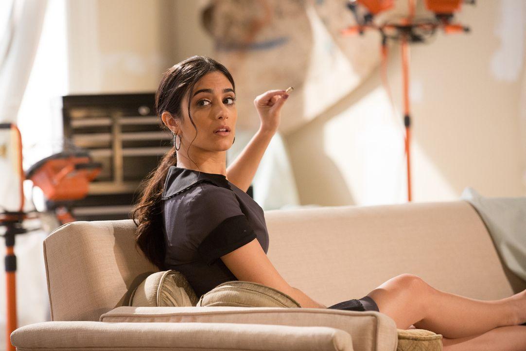 Mit ihrer aufmüpfigen Art treibt Daniela (Sol Rodriguez) Carmen immer weiter an den Rand des Wahnsinns ... - Bildquelle: Annette Brown 2016 American Broadcasting Companies, Inc. All rights reserved.