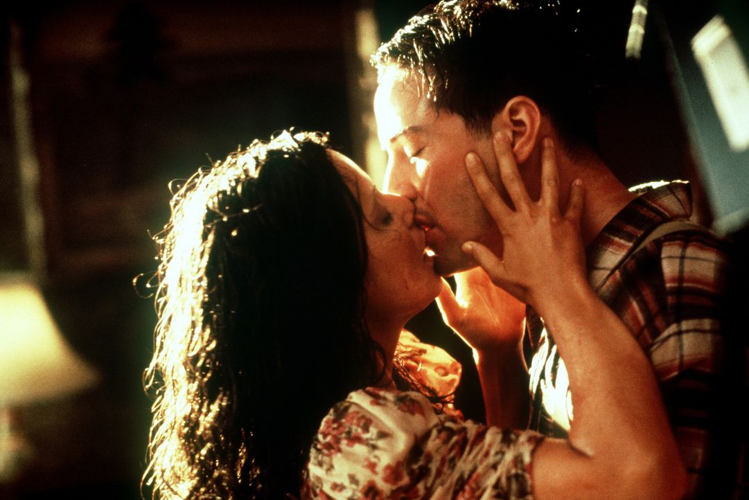 Auf dem idyllischen Weingut entwickeln sich die Dinge ganz anders als erwartet: Vitoria (Aitana Sánchez-Gijón, l.) und Paul (Keanu Reeves, r.) ver... - Bildquelle: 20th Century Fox