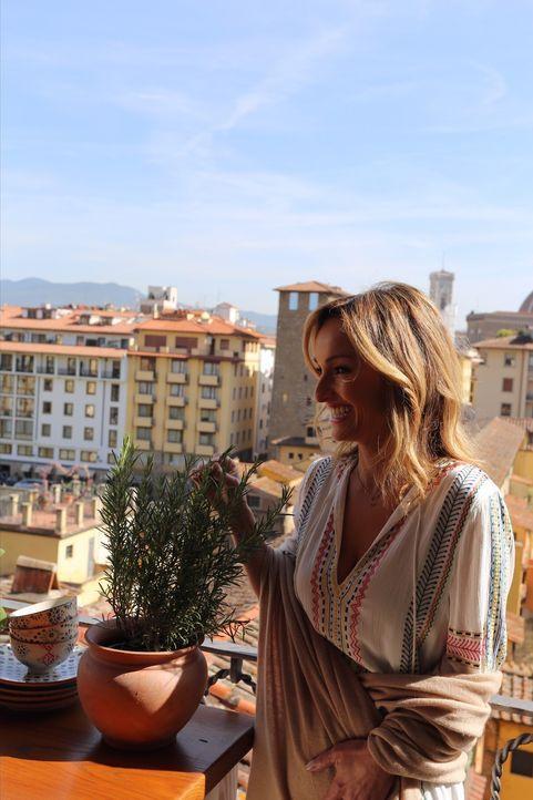 Bei einem Ausflug nach Florenz mit ihrer Tochter, kauft Giada frische Zutaten auf einem Markt ein, um für sich und ihre Tochter zu kochen ... - Bildquelle: 2016,Television Food Network, G.P. All Rights Reserved
