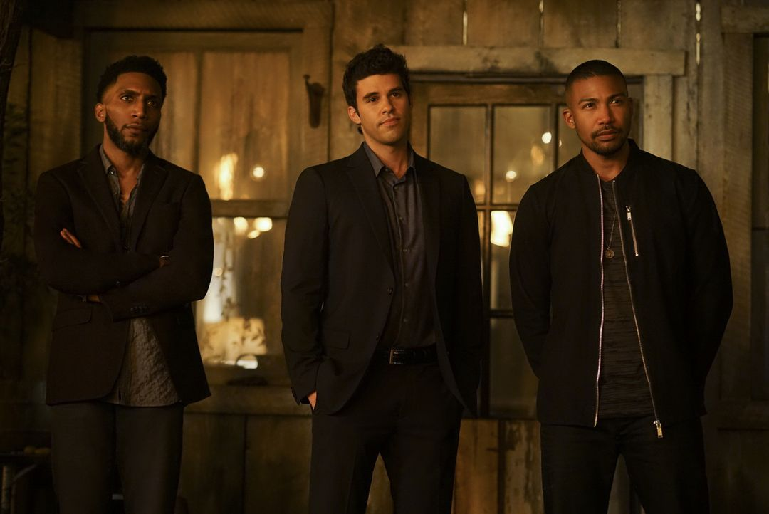 (v.l.n.r.) Vincent (Yusuf Gatewood); Josh (Steven Krueger); Marcel (Charles Michael Davis) - Bildquelle: Warner Bros.