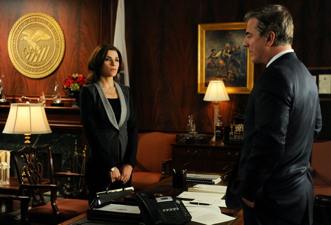 Führen Alicia (Julianna Margulies, l.) und Peter (Chris Noth, r.) ein Krisengespräch? - Bildquelle: Jeffrey Neira 2013 CBS Broadcasting Inc. All Rights Reserved.