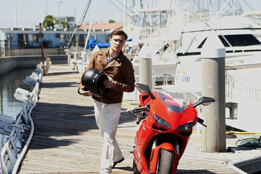 Nate und Chuck (Ed Westwick) besuchen Serena am Set, wo Chuck eine Stuntfrau kennenlernt, die er mit einem ganz eigenen Stunt beeindruckt ... - Bildquelle: Warner Bros. Television