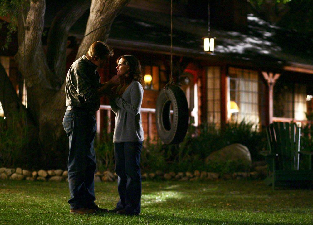 Entdecken ihr Herz füreinander: Nora (Sally Field, r.) und David (Treat Williams, l.) ... - Bildquelle: Disney - ABC International Television