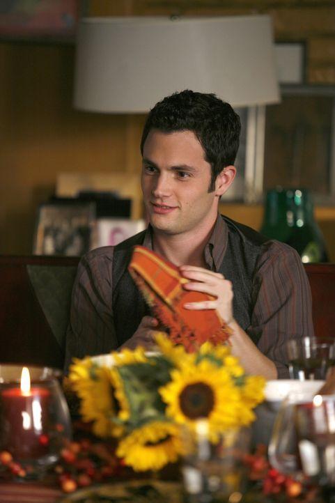 Thanksgiving hält viele Überraschungen bereit  - nicht nur für Dan (Penn Badgley) ... - Bildquelle: Warner Brothers
