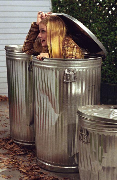 Sabrina (Melissa Joan Hart) wittert eine gute Story für einen Zeitungsartikel. - Bildquelle: Paramount Pictures