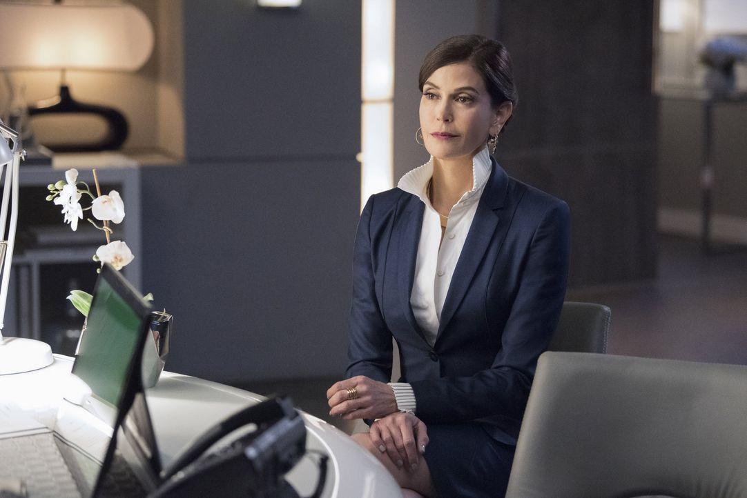 Rhea (Teri Hatcher) macht Lena ein sehr interessantes Angebot. Wird diese drauf eingehen? - Bildquelle: 2016 Warner Brothers