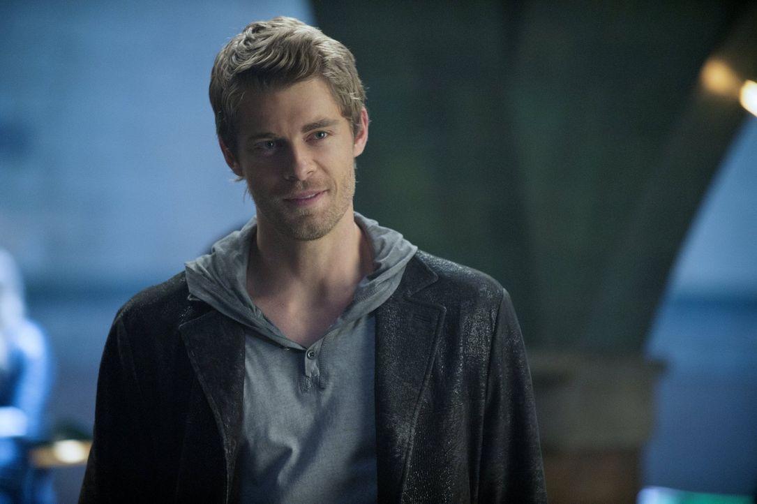 Nachdem John (Luke Mitchell) von seiner Reise mit Russell zurückkehrt, möchte er um Caras Liebe kämpfen. Doch in der Zwischenzeit ist einiges passie... - Bildquelle: Warner Bros. Entertainment, Inc