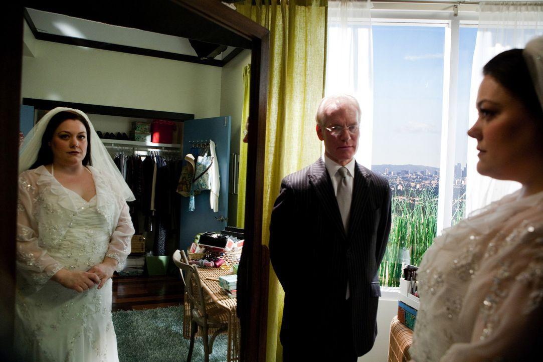 Traum oder wahr? Jane (Brooke Elliott, r.) und Tim Gunn (Tim Gunn, M.) ... - Bildquelle: 2009 Sony Pictures Television Inc. All Rights Reserved.