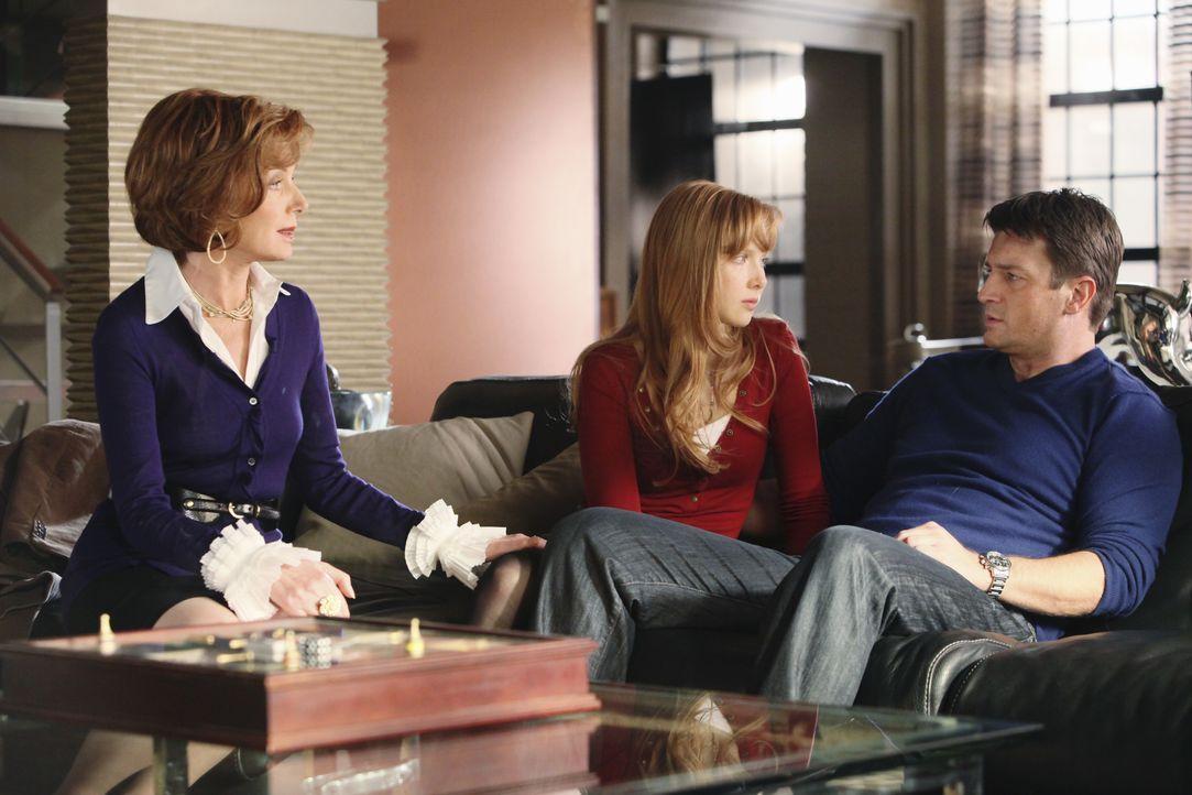 Nachdem Becketts Wohnung völlig zerstört ist, will Castle (Nathan Fillion, r.) sie bei sich aufnehmen. Er bespricht sein Vorhaben mit Alexis (Molly... - Bildquelle: ABC Studios