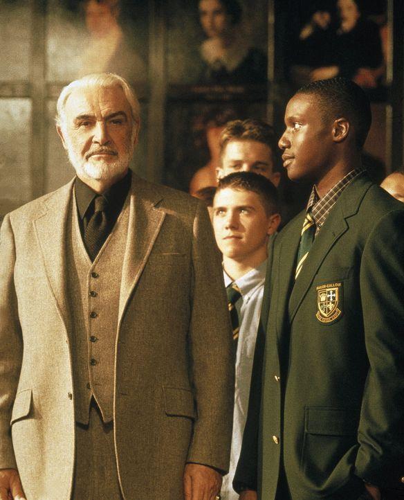 Vor der Entscheidung stehend Basketballspieler oder Autor zu werden, sucht Jamal (Rob Brown, r.) Rat bei Forrester (Sean Connery, l.), der sein Tale... - Bildquelle: Columbia Pictures