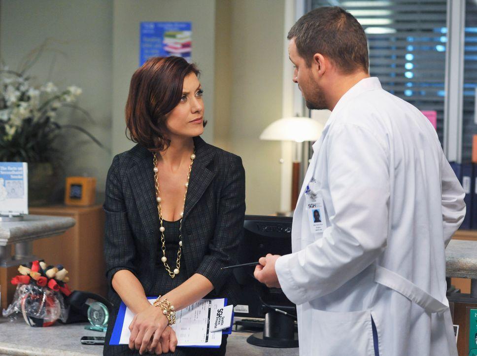 Alex (Justin Chambers, r.) liebt Izzie, doch er merkt, dass irgendetwas nicht stimmt. Da Addsion (Kate Walsh, l.) gerade im Seattle Grace ist, bitte... - Bildquelle: ABC Studios