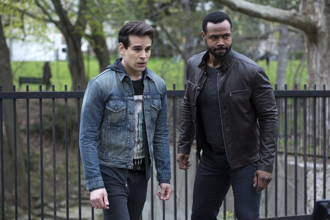 Simon Lewis (Alberto Rosende, l.); Luke Garroway (Isaiah Mustafa, r.) - Bildquelle: John Medland 2017 Disney Enterprises, Inc. All rights reserved. / John Medland